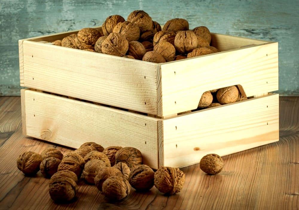 Хранение орехов в ящике