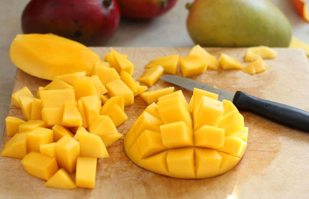 Как правильно почистить и порезать манго