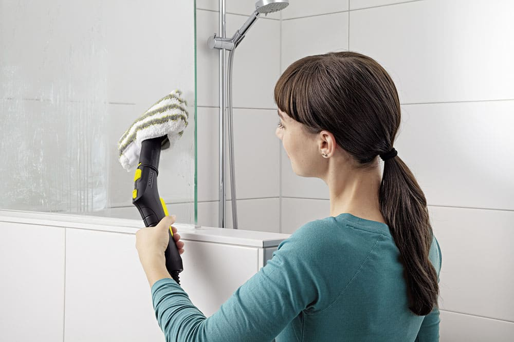 Уборка в ванной пароочистителем