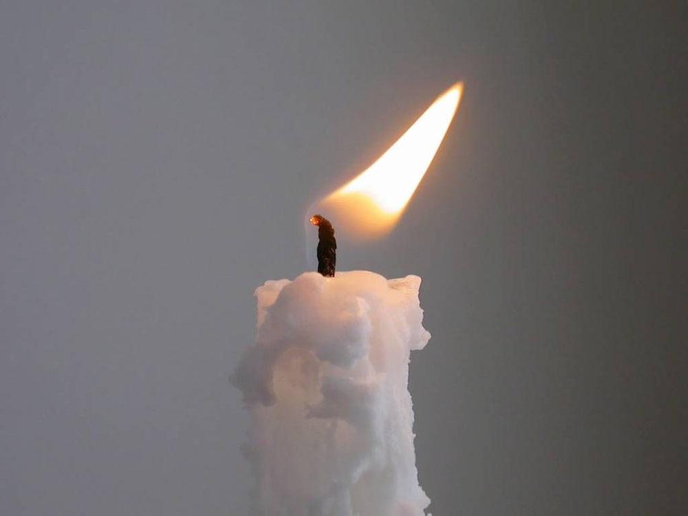 Пламя зажжённой свечи