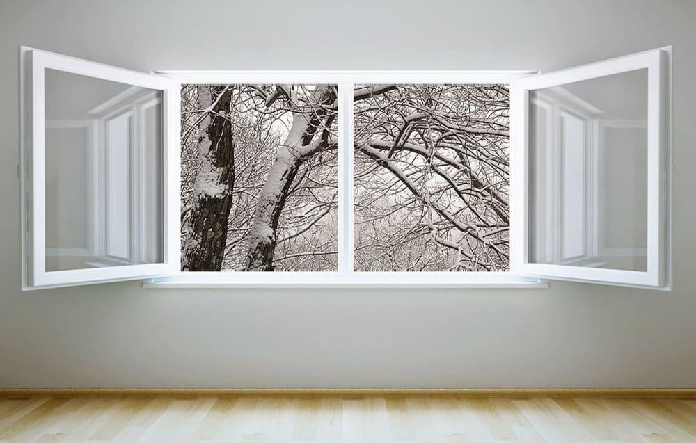 Открытое окно зимой
