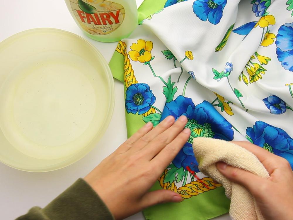 Средство для мытья посуды на ткани