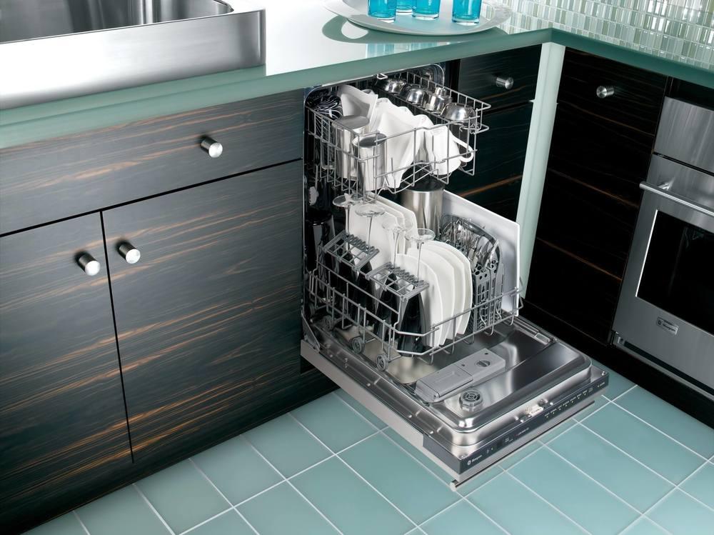 Вместительная посудомойка в интерьере