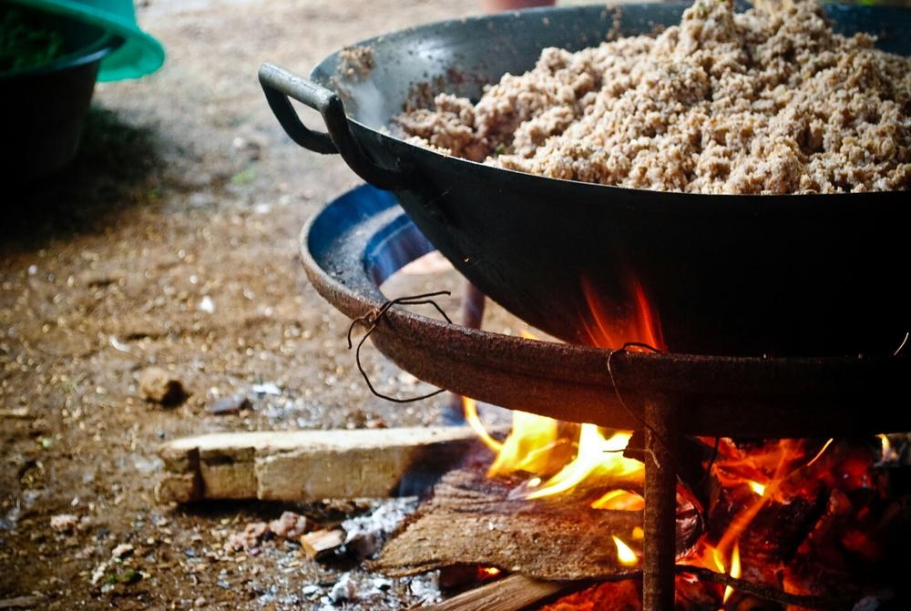 Приготовление еды на казане